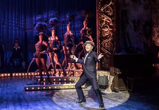 Кеннет Брана воссоздает атмосферу мюзик-холла в спектакле «Комедиант»