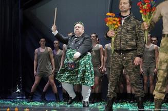 Вежливый Макбет выходит на сцену МХТ