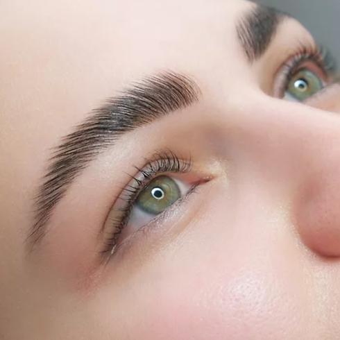 Laminación de cejas y Henna