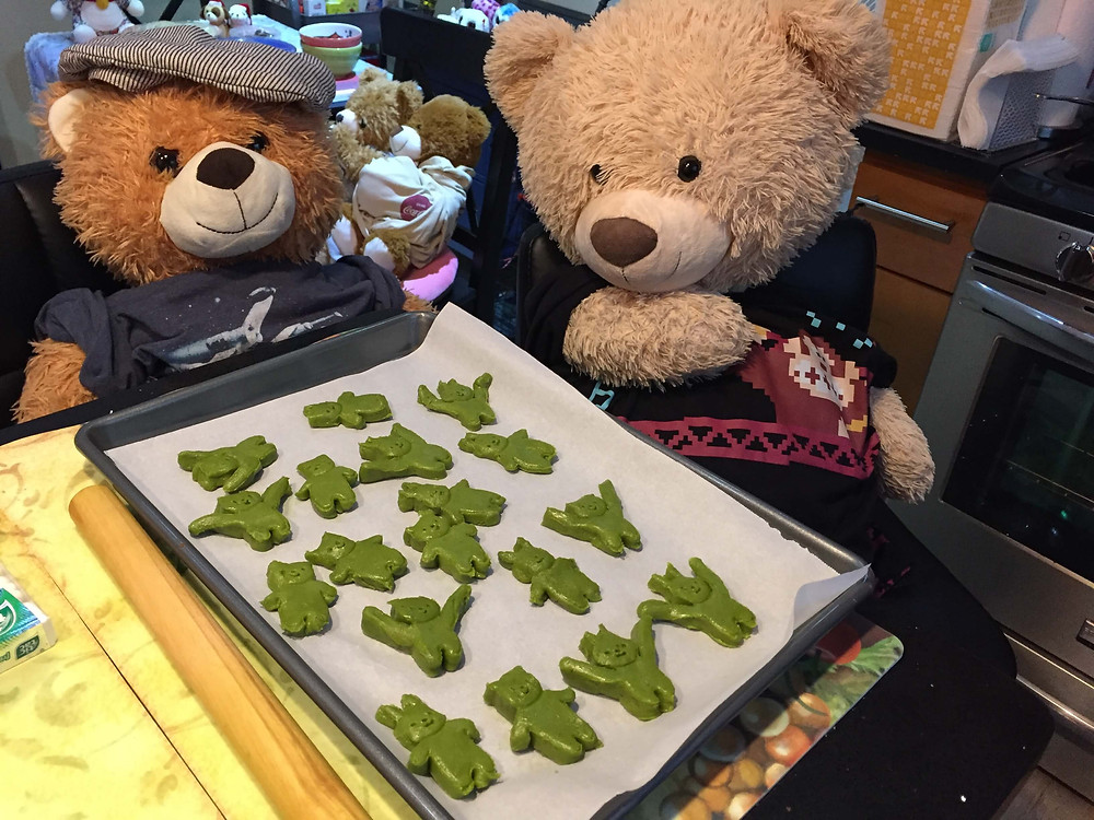 Junior and Mr.Spongy are making Matcha short bread(Bear and Rabbit)