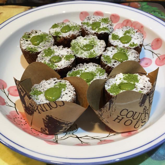 Organic Matcha Bouchon Cake (Chocolate)