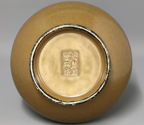 Marks on tea dust vase