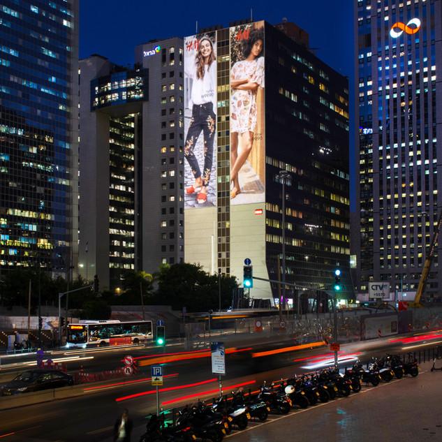 H&M - קיר הבורסה.jpg