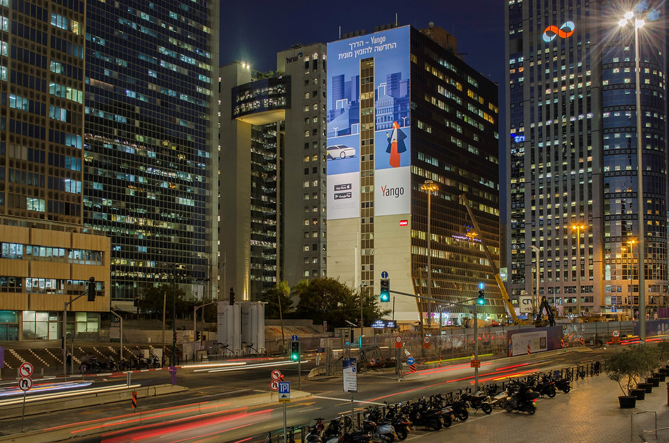 שלטי חוצות בבורסה, צומת עלית בכניסה לרמת גן