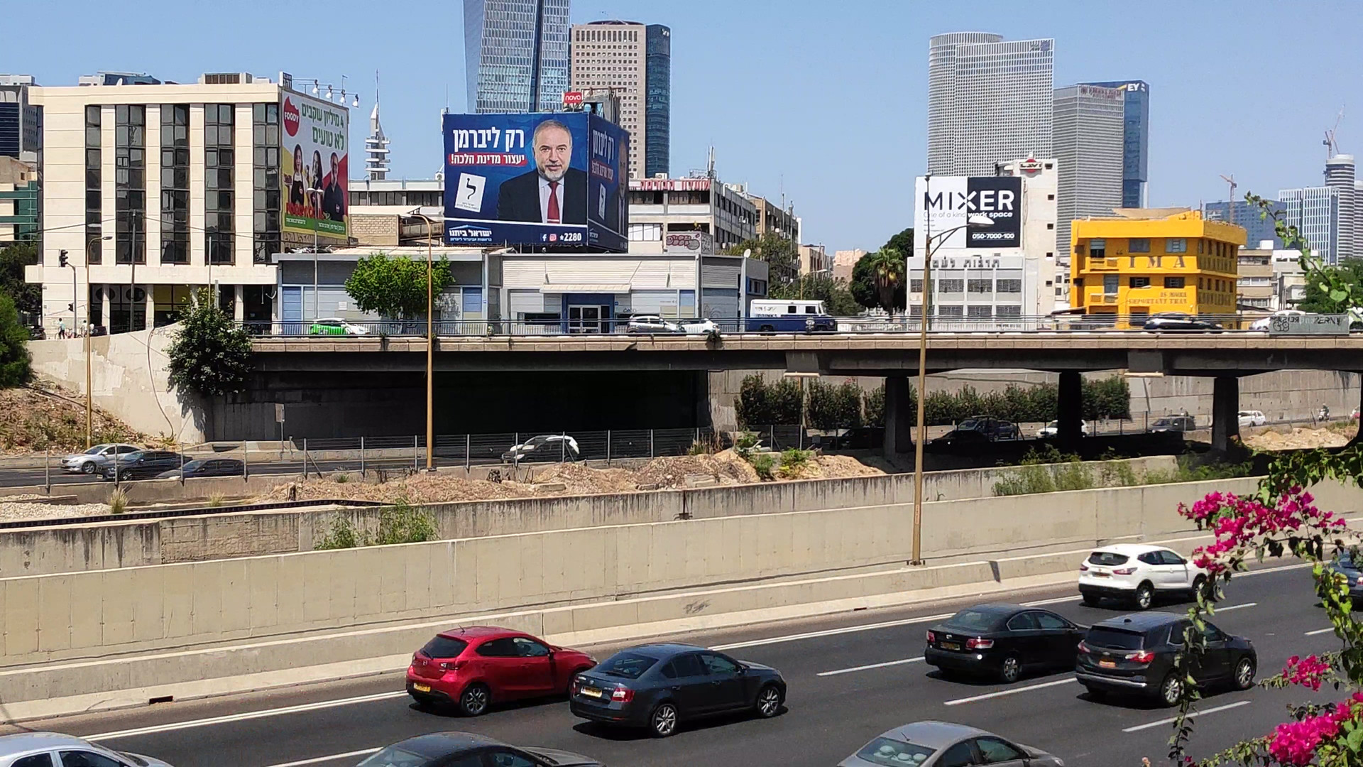 Wall scape outdoor advertising