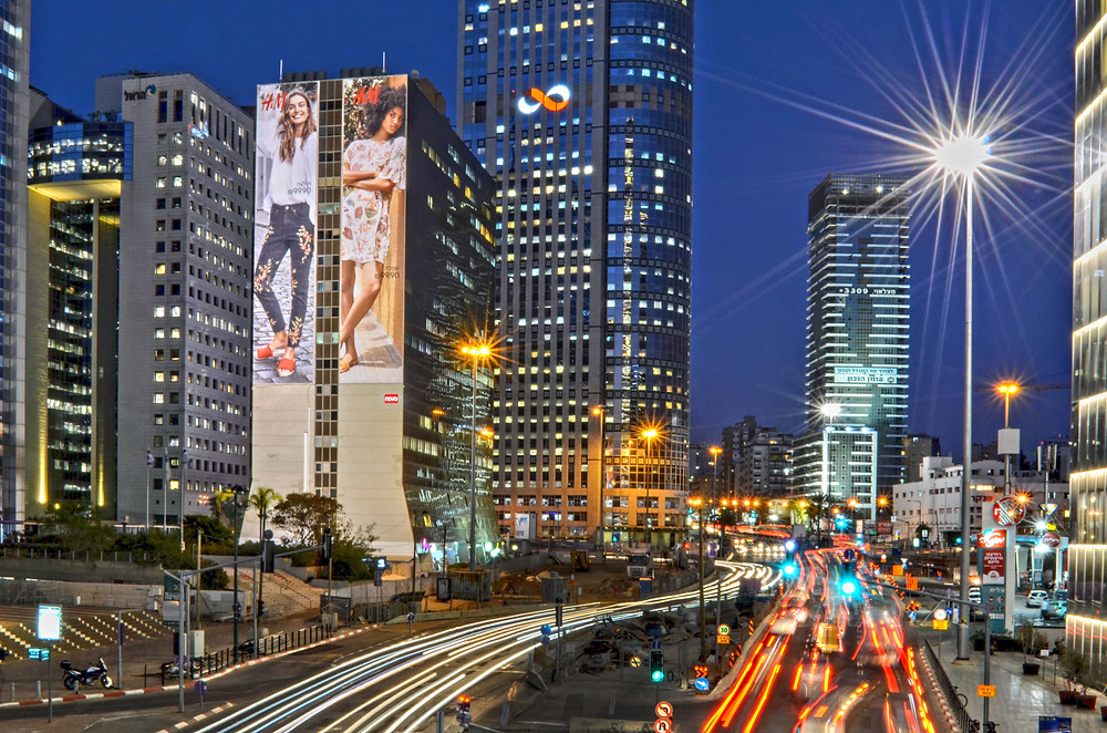 שלט חוצות על גבי קיר - רמת גן מתחם הבורסה