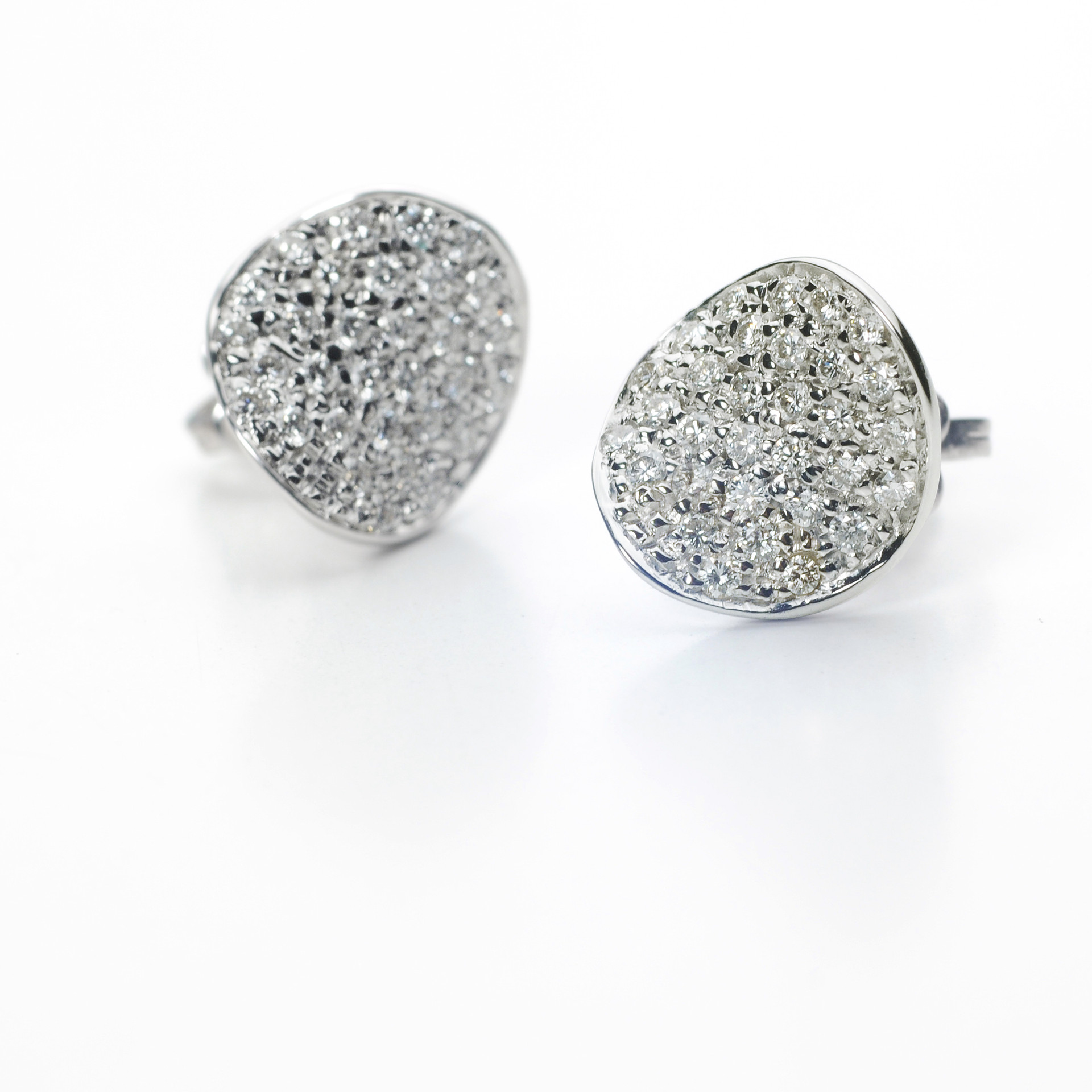 ORECCHINI A LOBO / STUD EARRINGS