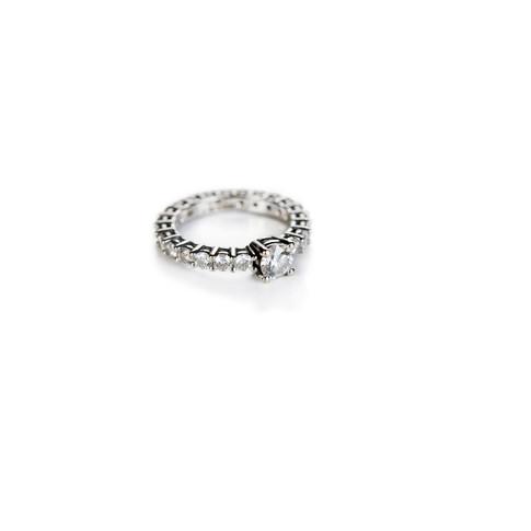 ANELLO CON DIAMANTE / DIAMOND RING WITH CENTRAL DIAMOND