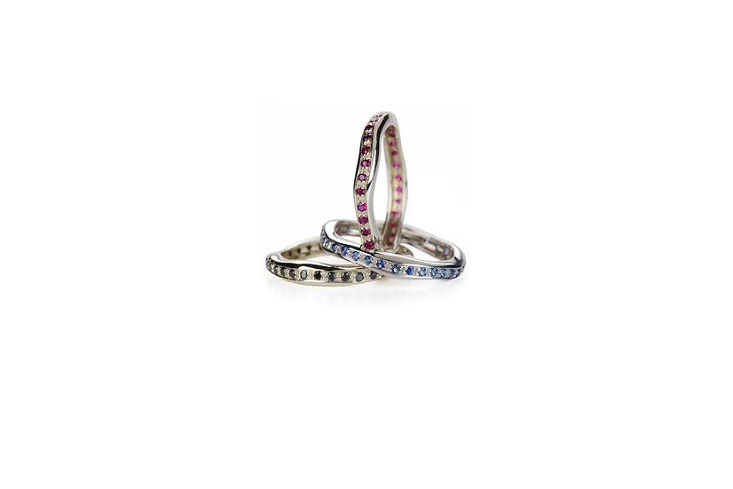 Fede in oro bianco con rubini, zaffiri, diamanti neri