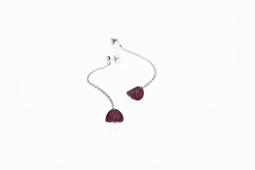 Orecchini pendenti con petali in pavè di rubini