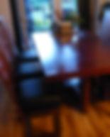 Ensemble à dîner avec table et chaises