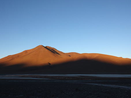 Atacama ~ La Laguna Colorada au lever du soleil