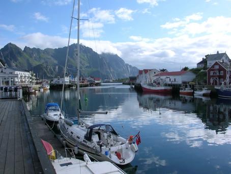 Chez les Vikings ~ À la voile d'Henningsvær à Ballstad