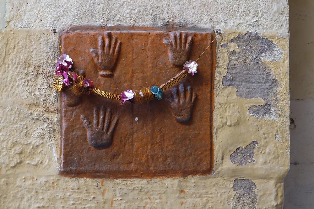 Empreintes de mains de sati à l'entrée du Fort Mehranghar à Jodhpur