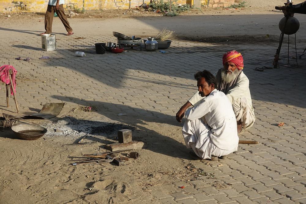 Le forgeron d'un village près de Chandelao