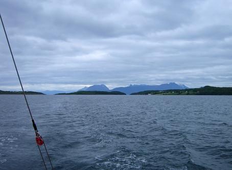 Chez les Vikings ~ À la voile de Kjøtta à Kobbøy
