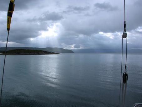 Chez les Vikings ~ À la voile d'Halm Holmen à Kjøtta