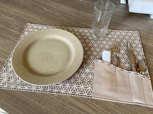 Set de table avec rangement des couverts