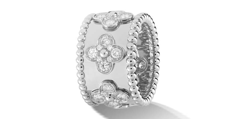 Van Cleef & Arpels Perlée clover ring Small model