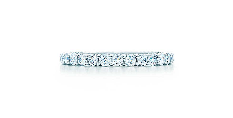 Shared-setting Band Ring
