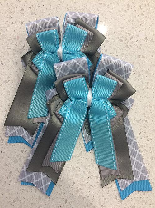 Gray Quatrefoil & Turquoise bows!
