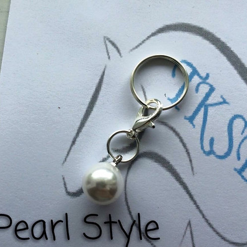 Pearl style bridle charm!