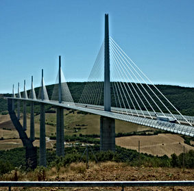 Caday Rouge at Viaduc de Millau 576kb.jp