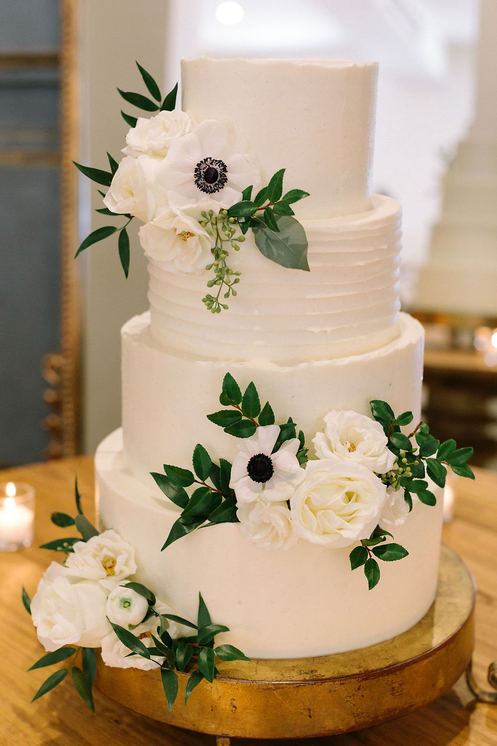 bittersweet confections cake with cake flowers in New Orleans