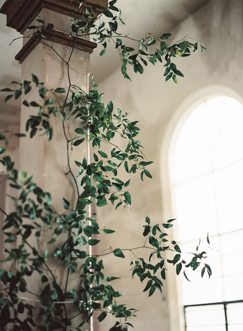 Leaf + petal, New Orleans, wedding, Marigny opera house, smilax columns, greenery wedding, Bridgerton wedding