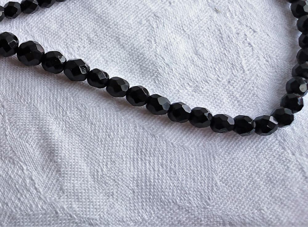 halsband med gagat