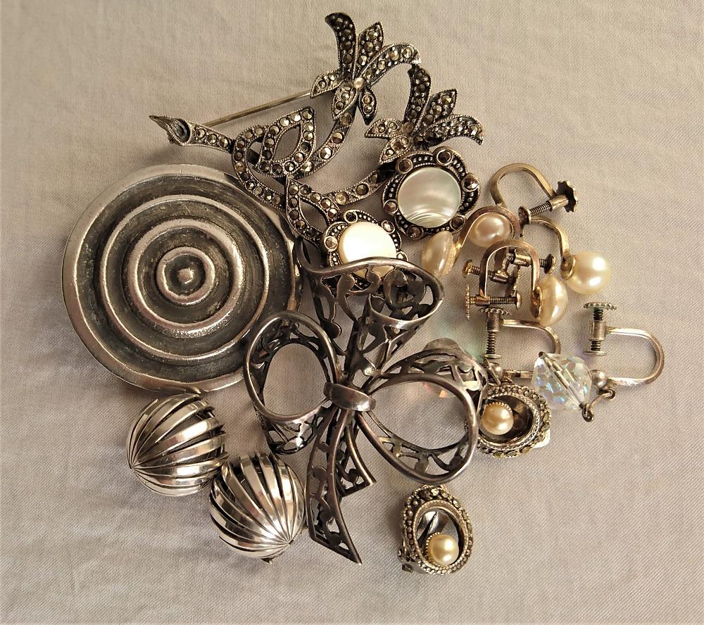 samling smycken från 1950-talet