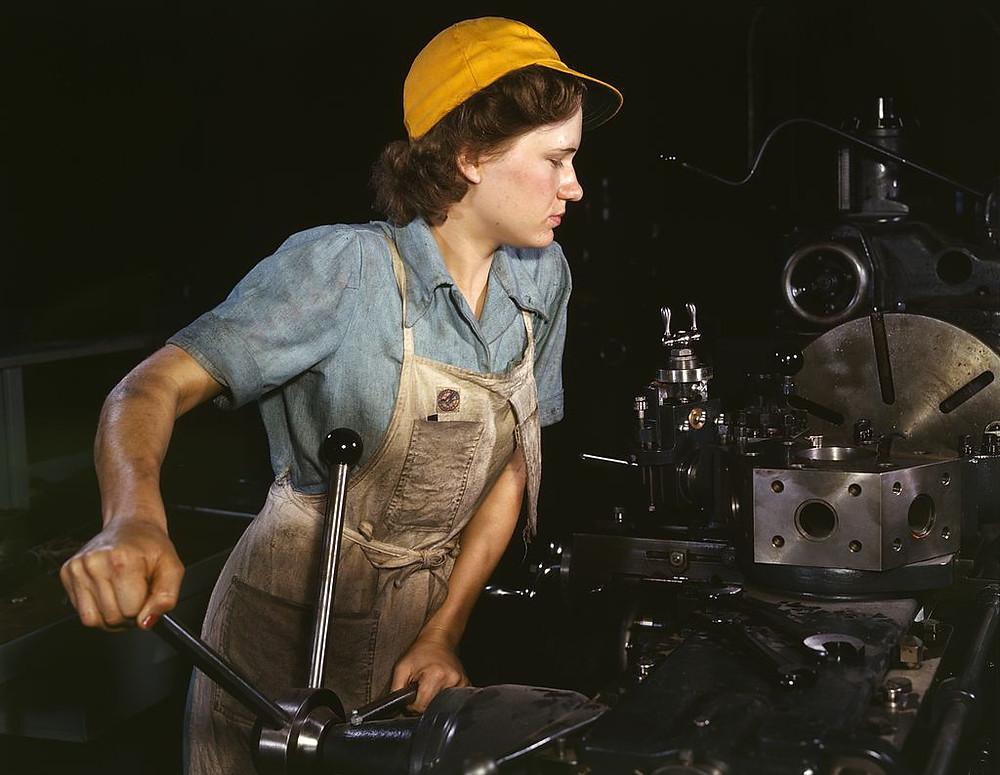 Ung kvinna iindustriarbete 1942