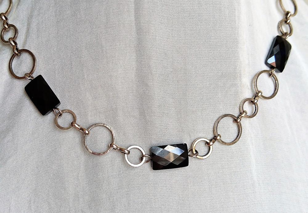 halsband med hematiter