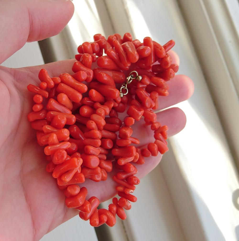 halsband av korall