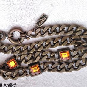ett halsband värt att köa för...