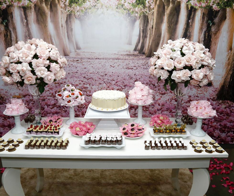 cake-flora-flower-arrangement-1682560 (1
