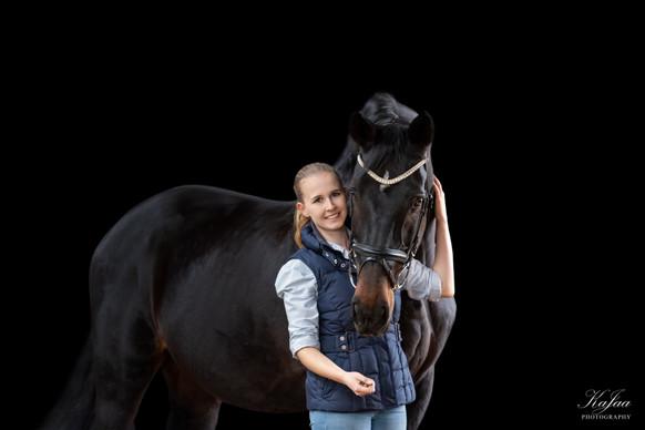 Alena mit ihrem Pferd Lolli