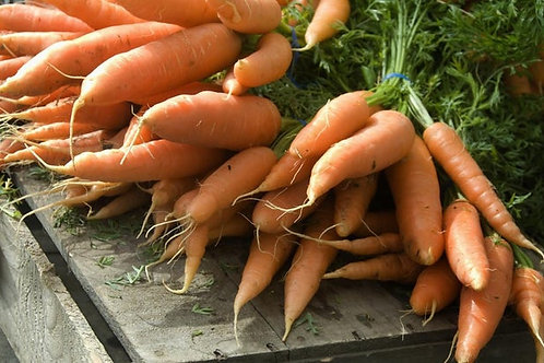 CARROTS UK with tops (per bunch)