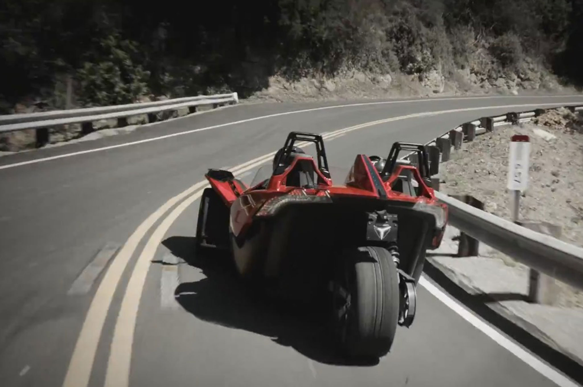 2015-Polaris-Slingshot-rear-in-motion