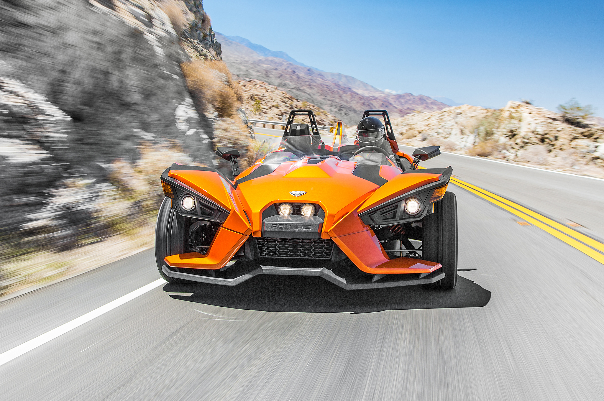 2015-Polaris-Slingshot-front-motion