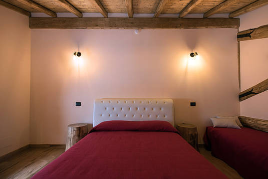 King Size Bed, Randazzo Accommodation, Etna, Sicily