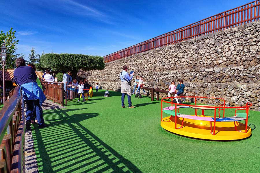 Children and Parents, Etna Accommodation