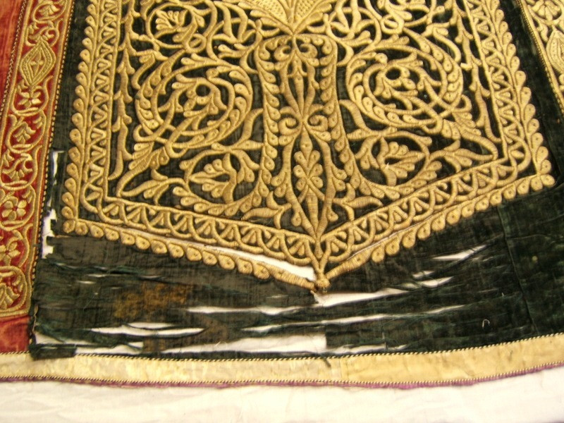 MOROCAN EMBROIDERY ON VELVET BEFORE AREA