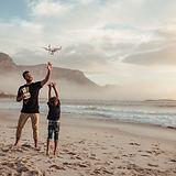 Baba ve Oğul bir Drone Uçan