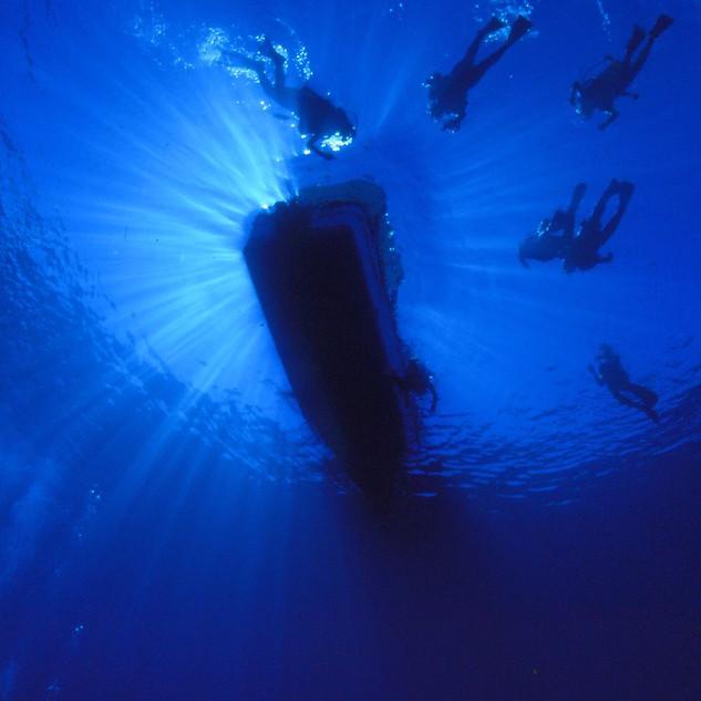 boatdiving.jpg