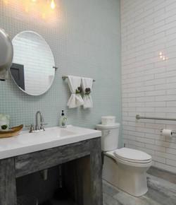 Metro Tan Carrollton - Bathroom #2