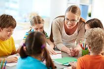 professor-feliz-de-ouvir-seus-alunos.jpg