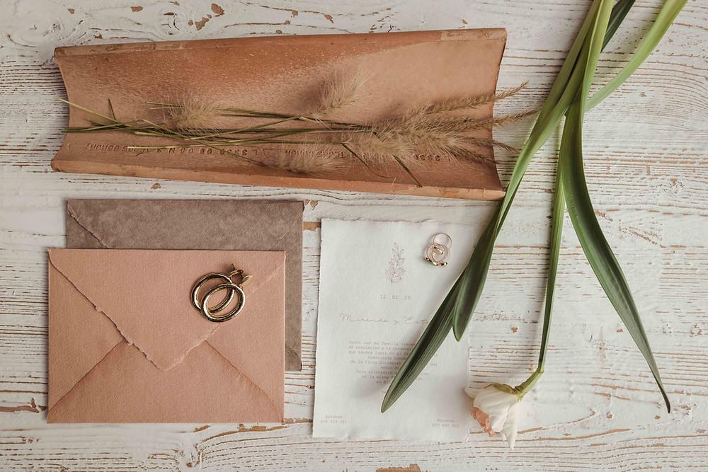 Invitaciones de papel artesanal