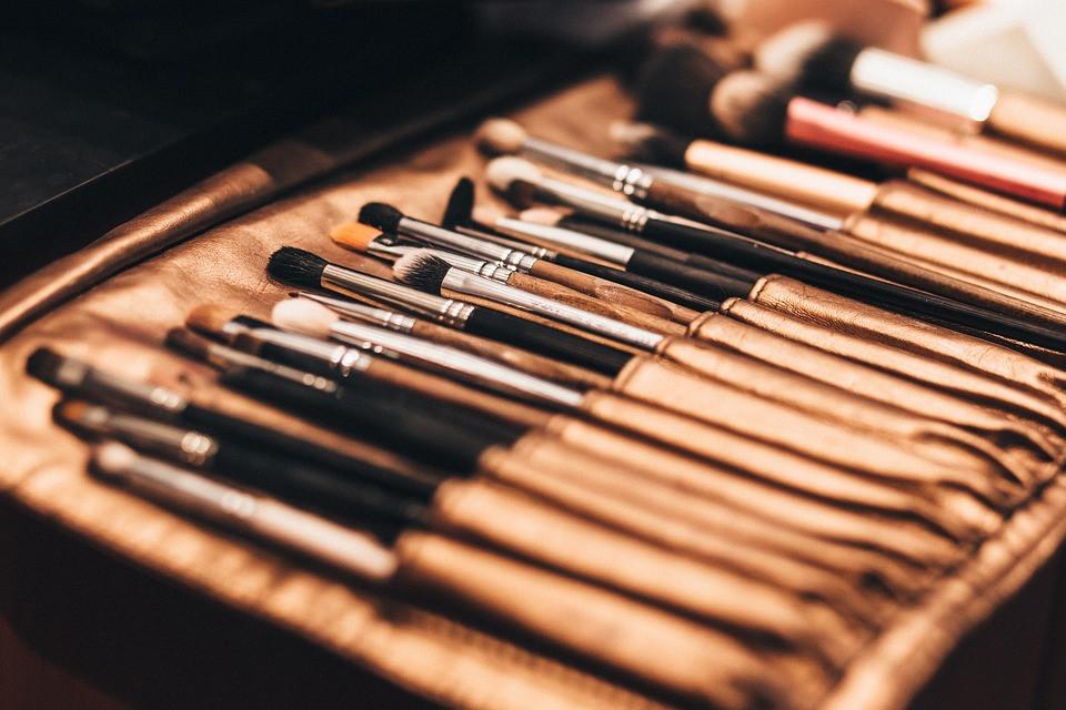 makeup-2585631_960_720.jpg