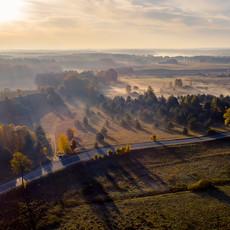 Mgła z drona na wsi